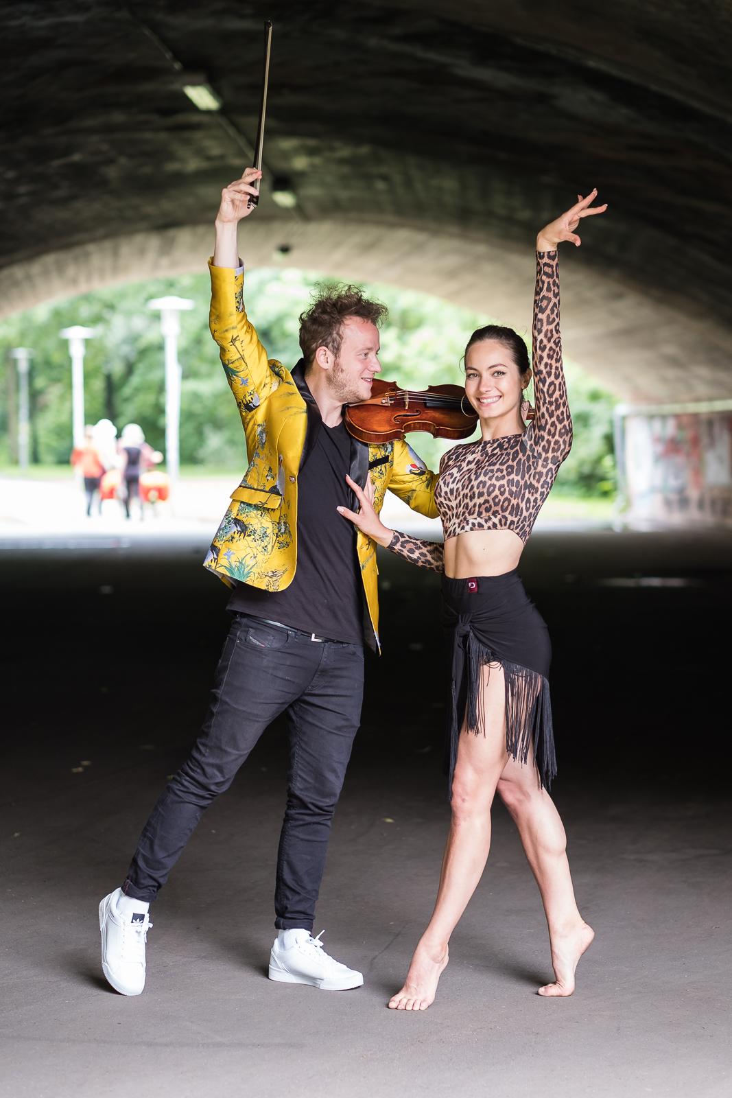 Available Light Künstler Porträt Max Eisinger Diana Starnets Latin American Dance Violine Wöhrder Wiese Nürnberg Fotograf Jürgen Klieber